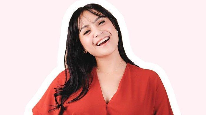 Nagita Slavina Pangku Tas Mahal saat Naik MRT Bareng Rafathar, Harganya Capai Rp 305 Juta!