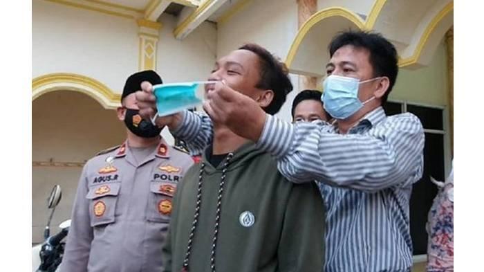 Akhir Pemuda Arogan Usir Jemaah Tak Bermasker di Bekasi, Kini Minta Maaf & Didaulat Jadi Duta Masker