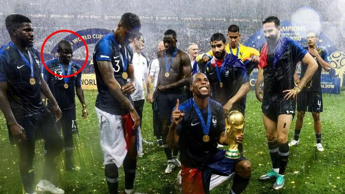 VIDEO: N'Golo Kante Malu Pengen Pegang Trofi Piala Dunia 2018, Lihat yang Dilakukan Rekan Setimnya