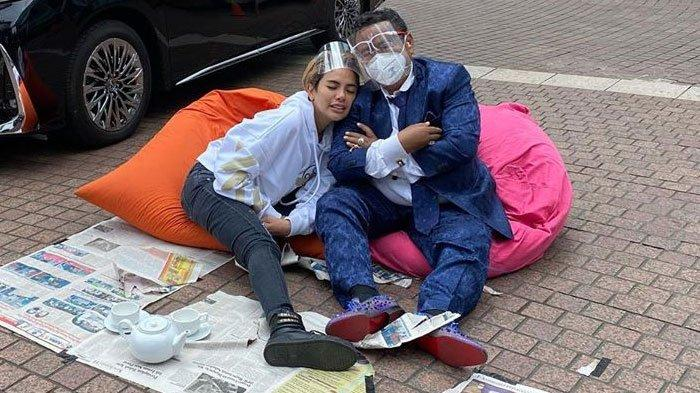 Gelayutan, Nikita Mirzani Maksa Minta Cium ke Hotman Paris, Sang Pengacara Mengaku 'Tobat'