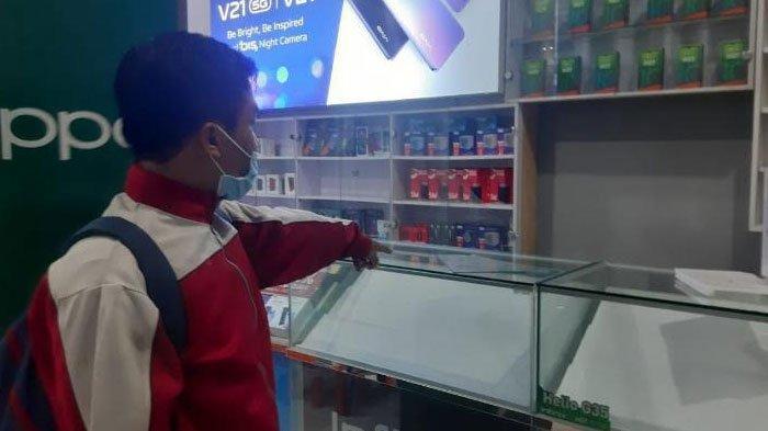 Konter Handphone di Gresik Dibobol Kawanan Rampok, Aksi Pelaku Gasak Ratusan HP Terekam CCTV