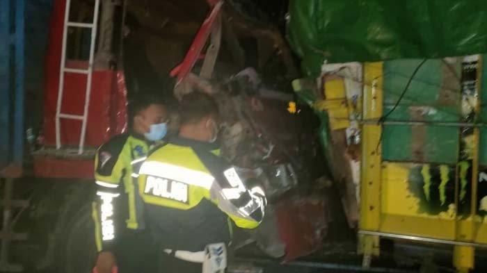 Diduga Sopir Mengantuk, 6 Truk di Bangkalan Saling Seruduk, Dua Orang Tewas, Satu Menghilang