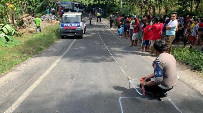 Truk di Lumajang Selip di Tanjakan, Jalan Mundur Lalu Tabrak Pengendara Motor hingga Tewas
