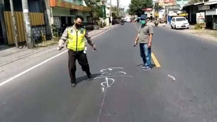 Mengerem Mendadak, Pengendara Ninja di Sidoarjo Jatuh dan Tertabrak Minibus, Meregang Nyawa di Jalan