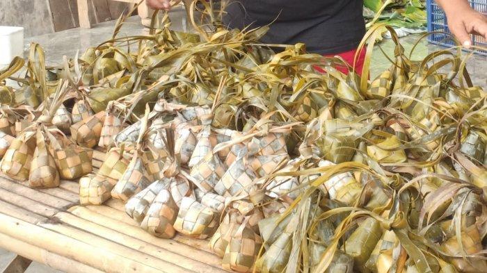 Mudik Dilarang, Omzet Penjual Ketupat di Madiun Anjlok Lebih 50 Persen