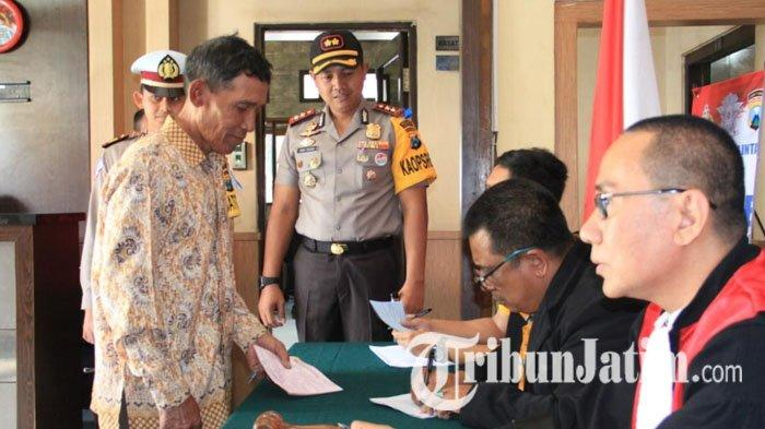 Polisi Kediri Gelar Operasi Patuh Cek Kelengkapan Surat Pengendara, Sidang di Tempat Bagi Pelanggar