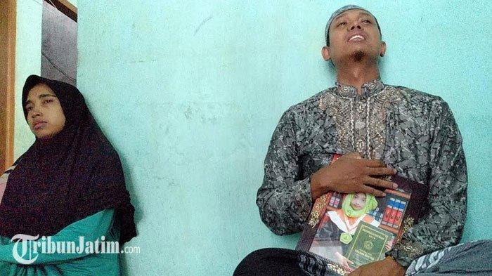 Tangis Pecah Orang Tua Siswa Korban SDN Gentong Pasuruan yang Ambruk, 'Aku Kangen Anakku'