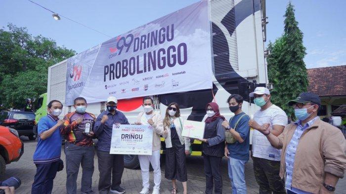 Prihatin Bencana Banjir, J99 Foundation Beri Bantuan 1 Kontainer Sembako ke Warga Probolinggo