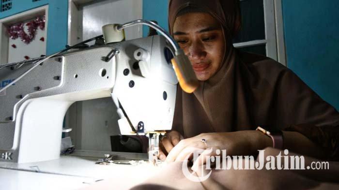 Jemput Asa di Bulan Penuh Berkah, Pengusaha Konveksi Sidoarjo Genjot Produksi Hijab dan Konektor