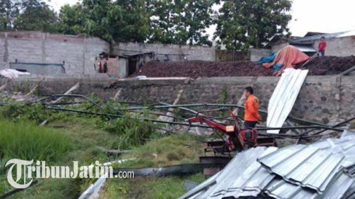 Angin Puting Beliung Menerjang Magetan, Enam Rumah Warga Luluh Lantak
