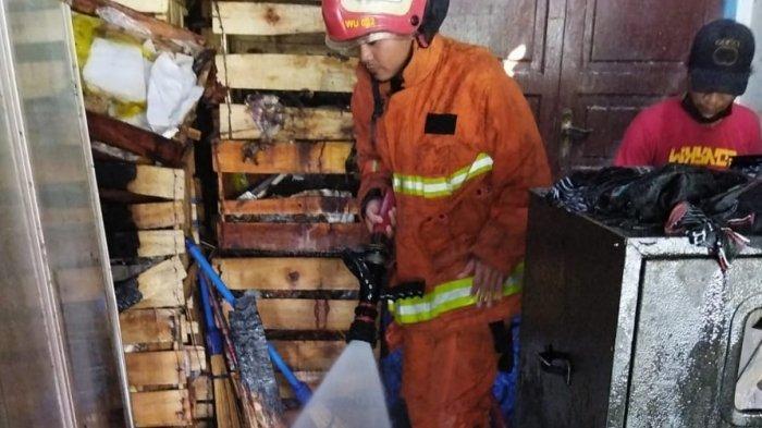 Konsleting Listrik Kembali Menjadi Penyebab Kebakaran, Toko Buah di PPS Gresik Terbakar