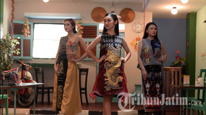 Mengharmonikan Kain Tenun Ikat Sumba Timur dengan Budaya Tionghoa oleh Designer Stephanie Zhang