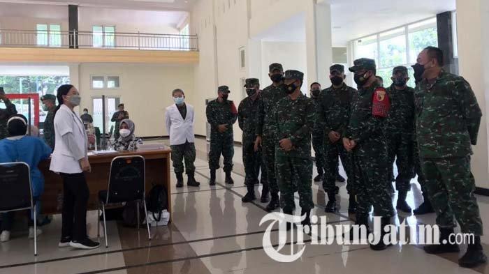 Pangdam V Brawijaya Kunjungi RST dr Soepraoen Malang, Tinjau Vaksinasi Covid-19 Purnawirawan TNI