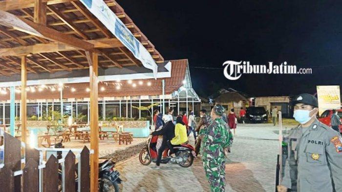 Tim Satgas Covid-19 Banyuwangi Bubarkan Muda-Mudi Bekerum di Pantai Ancol