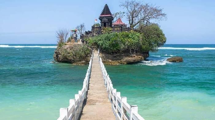Harga Tiket Masuk Pantai Balekambang, Ada Pura di Atas Tebing Seperti di Bali, Bisa Lihat Ikan-ikan