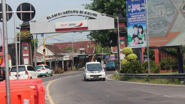 H+3 Lebaran, Arus Lalu Lintas di Simpang Tiga Mengkreng Kediri Terpantau Sepi