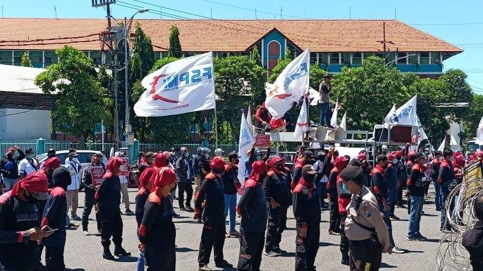 Geruduk DPRD Jatim, Para Buruh Minta Pemerintah Serius Awasi Pembayaran THR