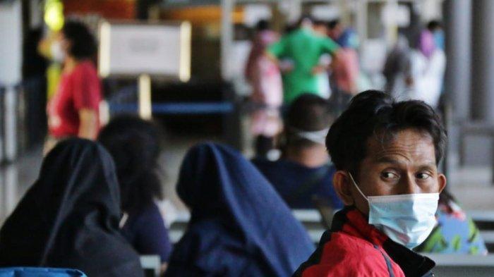 Breaking News- Jelang Larangan Mudik, 2.300 Penumpang Luar Kota Naik KA dari Stasiun Gubeng