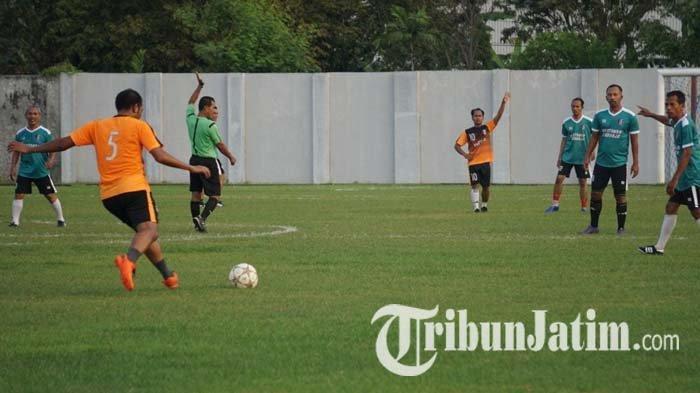 Main Bareng Legenda Sepak Bola Indonesia, Wartawan Sidoarjo Jadi Juara  Trofeo Lebaran - Tribun Jatim