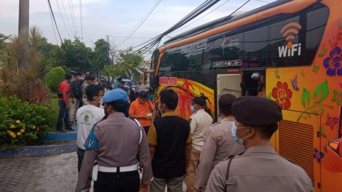 Seratus Pekerja Migran Asal Sampang Dideportasi, Saat Ini Jalani Karantina di Gedung BLK Sampang