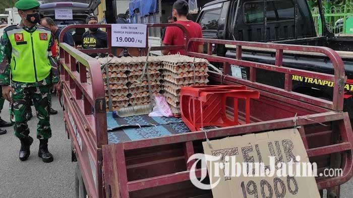 Para Peternak di Blitar Usung 3 Tuntutan dalam Aksi Bagi-bagi Telur Gratis ke Masyarakat