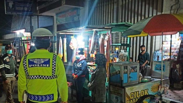 Patroli Gabungan Imbau Pedagang Kembang Api di Kediri Tidak Menjual Petasan
