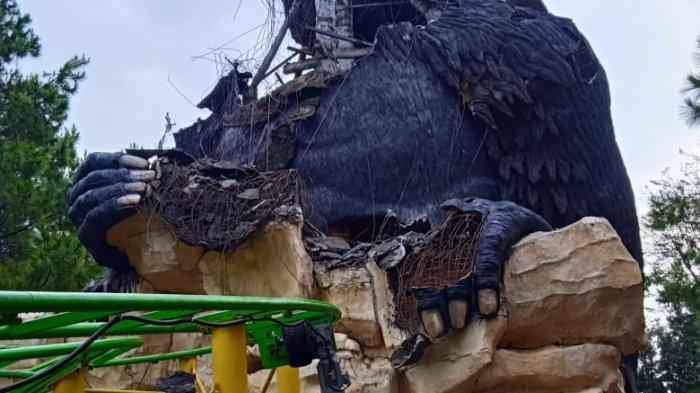 Patung Gorila yang Rusak di JTP 2 Akibat Gempa Bumi Mulai Direnovasi