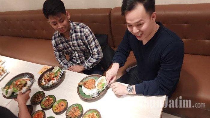 pebisnis-kuliner-terkenal-asal-kota-surabaya-saat-di-temui-tribunjatimcom.jpg