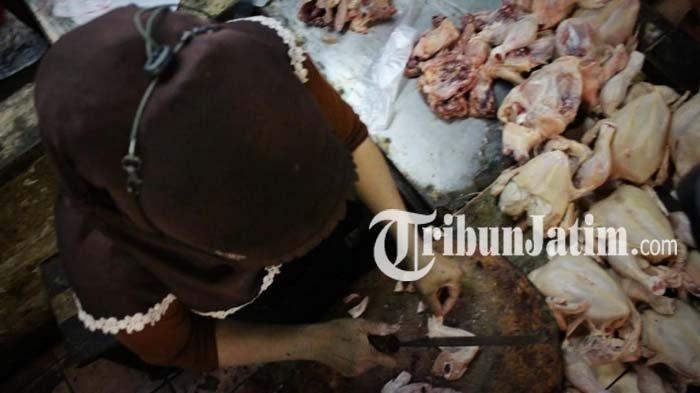 H-1 Lebaran, Daging Ayam di Pasar Wonokromo Surabaya Laris Manis, Pedagang Sampai Kehabisan Stok