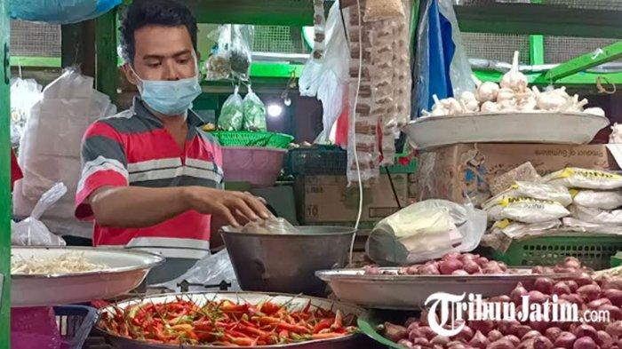 Pembeli Kaget, Harga Cabai Rawit di Pasar Tradisional Surabaya Naik hingga Rp 110 Ribu Perkilo