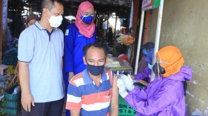 Puskesmas Tongas Buka Gerai Vaksinasi di Pasar Bayeman, Sasar Pedagang dan Pembeli