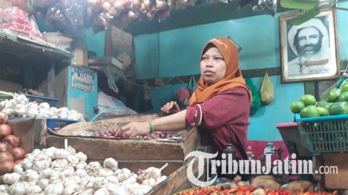 Meski Kenaikan Harga Bawang Putih di Surabaya Belum Banyak Berpengaruh ke Pembeli, Khofifah Khawatir