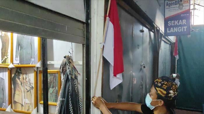 Pasang Bendera Merah Putih, Pedagang di Makam Bung Karno Kota Blitar Berharap Wisata Dibuka Lagi