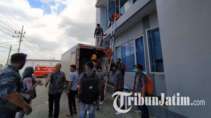 Takut Api Menyambar Kantor, Pegawai Unirama Duta Niaga Malang Selamatkan Dokumen Penting, Dramatis