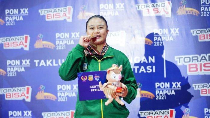 Pegulat Jatim Varadisa Septi Raih Medali Emas Usai Taklukan Pegulat Jambi Hanya dalam Hitungan Detik