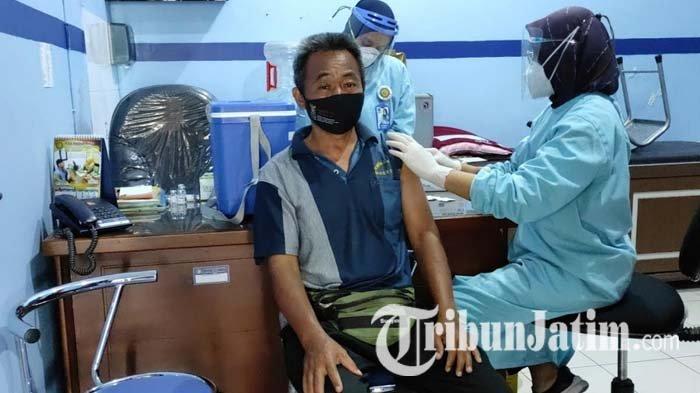 Sudah Vaksinasi Covid-19 Dosis Dua, Pekerja Hotel di Kota Blitar Berharap Wisata Bisa Buka Kembali