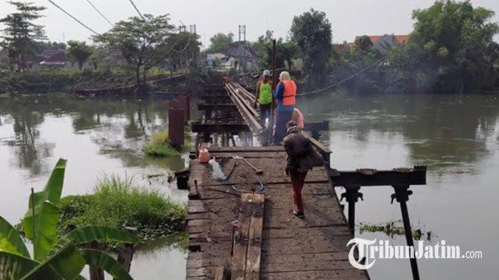 Jembatan Mrican Kediri Peninggalan Belanda Dibongkar, Ini Ritual yang Dilakukan Pekerjanya