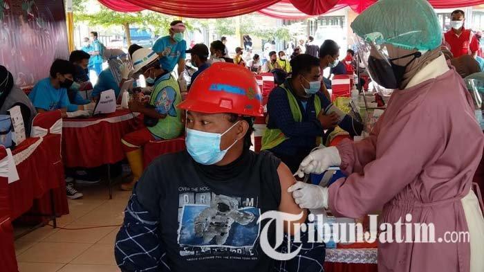Ratusan Pekerja Proyek Strategis Nasional di Trenggalek Ikuti Vaksinasi Covid-19