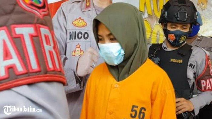 SL (30) warga Desa Tambaagung Ares, Kecamatan Ambunten, Kabupaten Sumenep, Madura ini ditetapkan sebagai tersangka pelaku pembunuh sadis bocah 4 Tahun asal Kecamatan Ambunten, Kamis (29/4/2021).