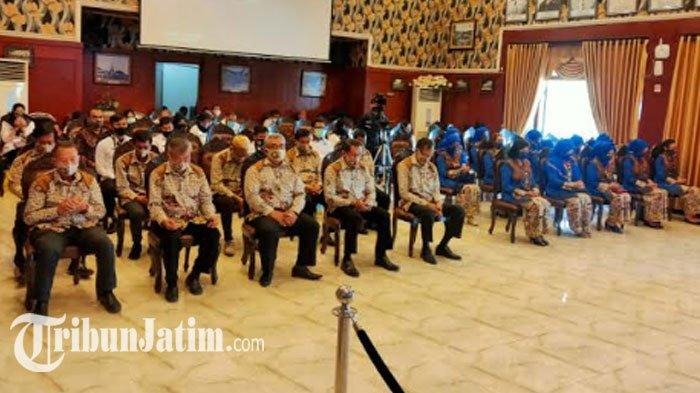 31 anggota Dewan Kerajinan Nasional Kota Malang (Dekranasda) dilantik untuk masa bakti 2018-2023 di ruang sidang Balaikota Malang, Rabu (16/9/2020).
