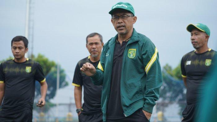 Minus 6 Pemain, Aji Santoso Pastikan Cara Main Persebaya Tak akan Berubah saat Lawan PSIS Semarang