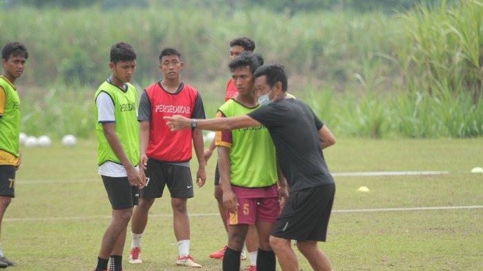Banyak Pemain Persedikab Tak Paham Permainan Dasar Sepak Bola, Tony Ho: Butuh Ekstra Kerja Keras