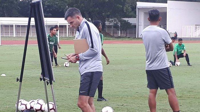 Timnas Indonesia Kalah Lagi, Coach Simon McMenemy: Sebelumnya Kita Disanksi