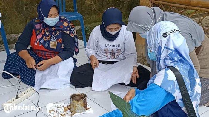 Bangkrut Gegara Covid-19, Ibu-ibu UMKM di Kediri Latihan Membuat Batik, Bangkit Memulihkan Ekonomi