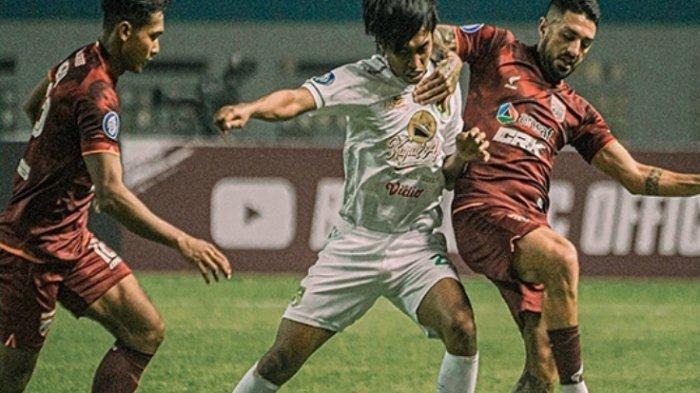 Takluk 3-1 dari Borneo FC, Aji Santoso Akan Evaluasi Ketat Lini Pertahanan Persebaya
