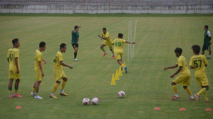 Latihan Perdana, 2 Penggawa Persebaya masih Absen, Aji Santoso Bicara Soal Fisik Pemain