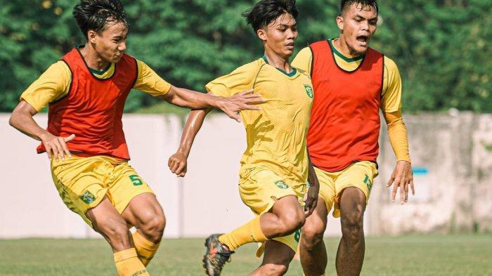 Aji Santoso Modifikasi Latihan Persebaya agar Pemain Tidak Bosan