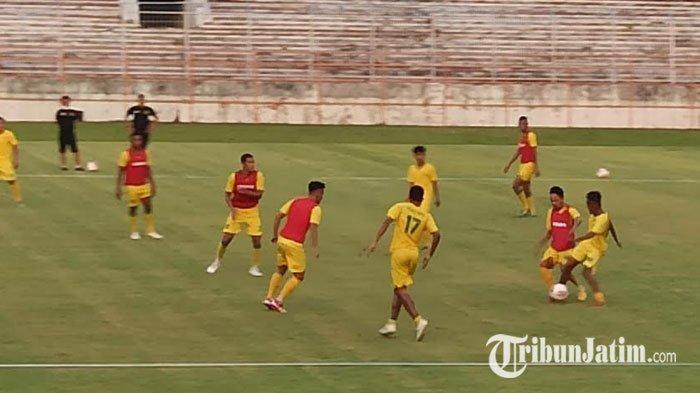 Intensitas Latihan Tetap Tinggi, Aji Santoso Asah Pemainnya Penguasa Bola dan Dribbling