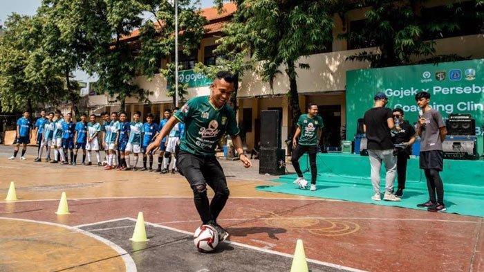 Pemain Persebaya Bagi Ilmu di SMAN 15 Surabaya, Teriakan Salam Satu Nyali Menggema