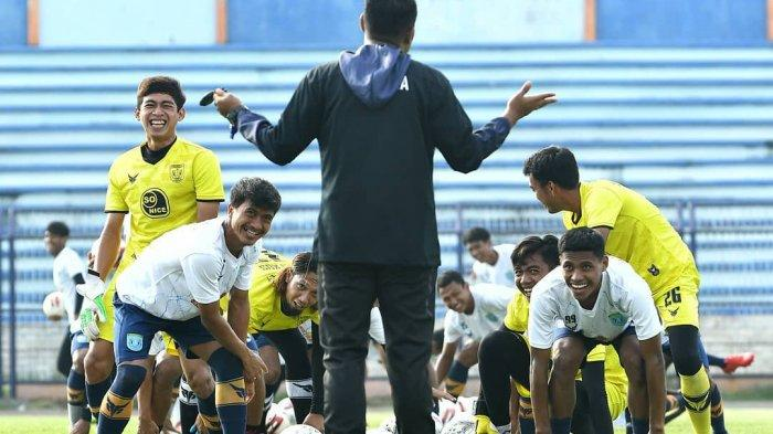 Latihan Mandiri, Iwan Setiawan Sebut Skuad Persela Lamongan Tunjukkan Perkembangan Positif